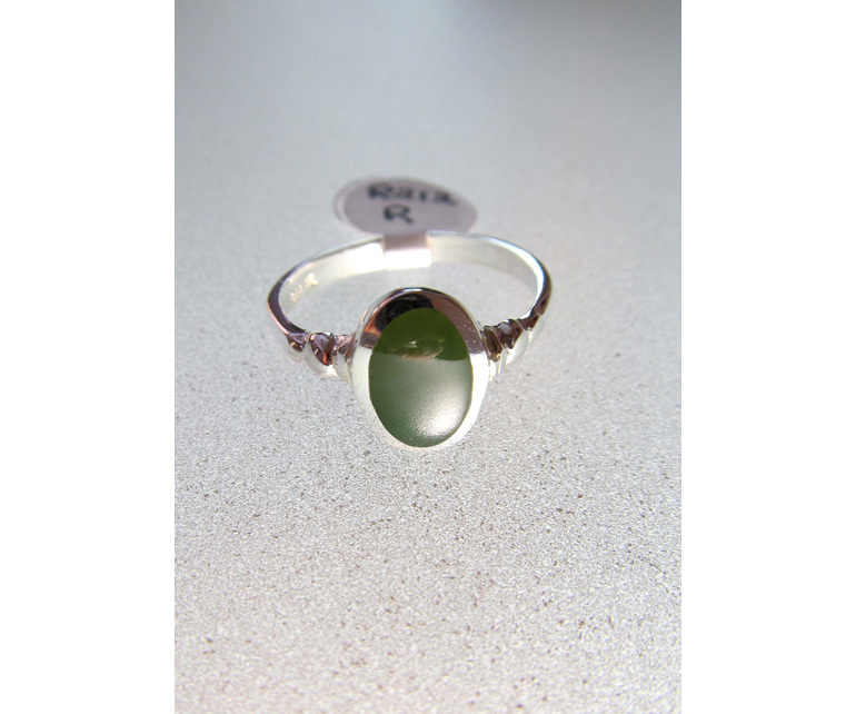 Oval New Zealand greenstone ring R212