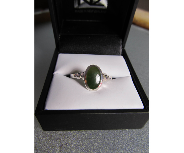 Oval New Zealand greenstone ring that comes in a lovely black jewellery box.