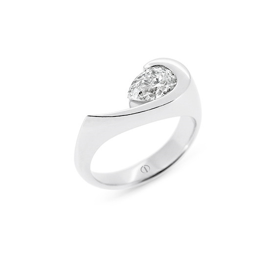 Patai - pear shaped diamond ring