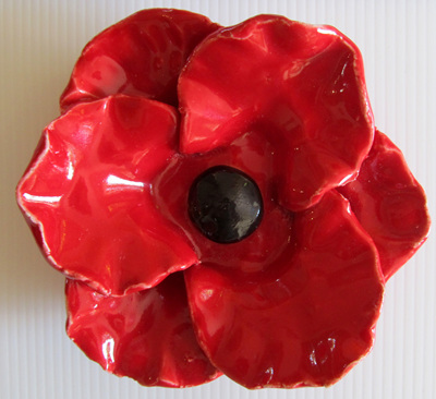 PB84 Ceramic poppy (plain) with stem