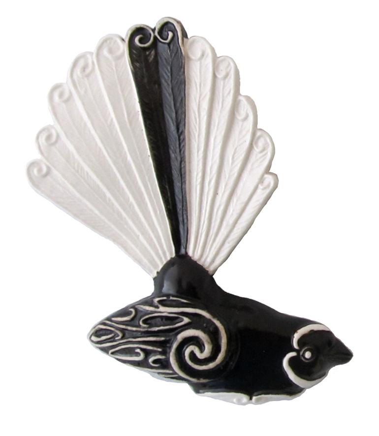 PB86 Ceramic Fantail facing right