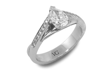 Pear Shape Solitaire with Twist Shoulders