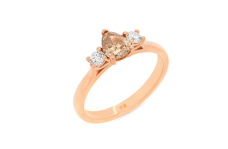 pear shaped cognac diamond three stone ring rose gold