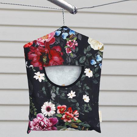 peg pouch | black floral