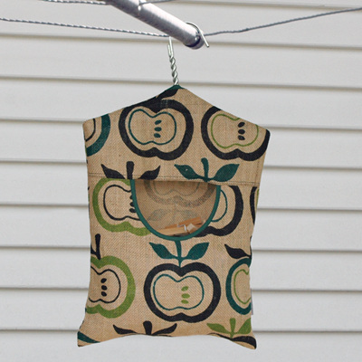 peg pouch | hessian apples green