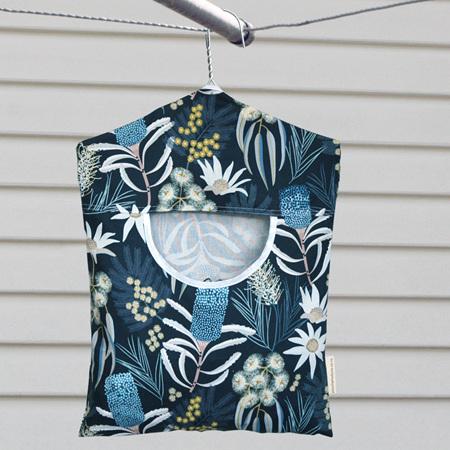 peg pouch | navy flora