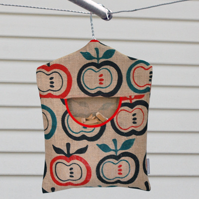 peg pouch | hessian apples red