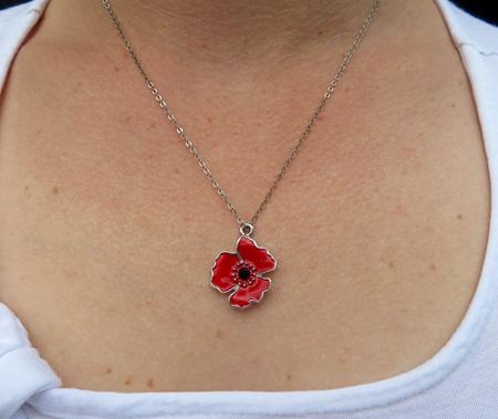 PEN11 Poppy pendant