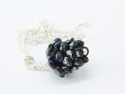 Pinecone pendant - Black/metallic