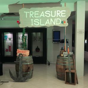 pirate treasure island entrance arch