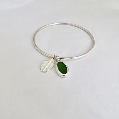 Poanumu and Oval Leaf Charm Bangle