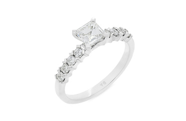 Princess Cut Solitaire with Princess Diamond Shoulders