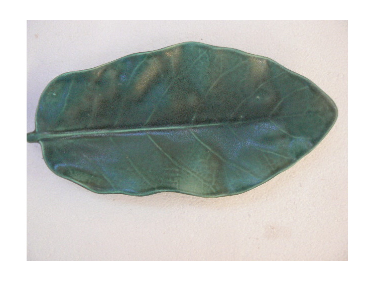 Puka leaf dish, NZ collectable ceramics