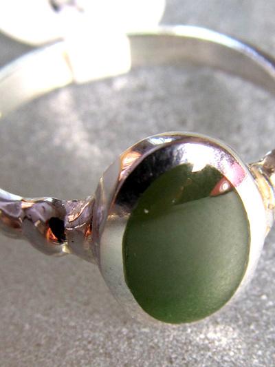 R212 Mana NZ Greenstone oval ladies ring