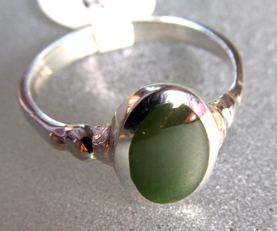 R212 Oval NZ greenstone ladies ring