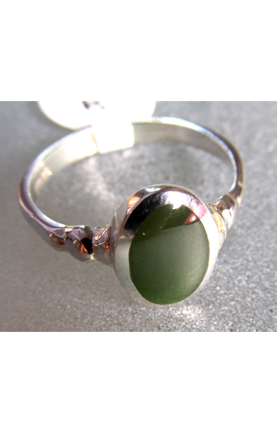 R212 Women's greenstone oval sterling silver ring