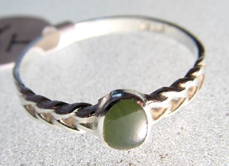 R62 Small oval greenstone inset into patterned sterling silver band