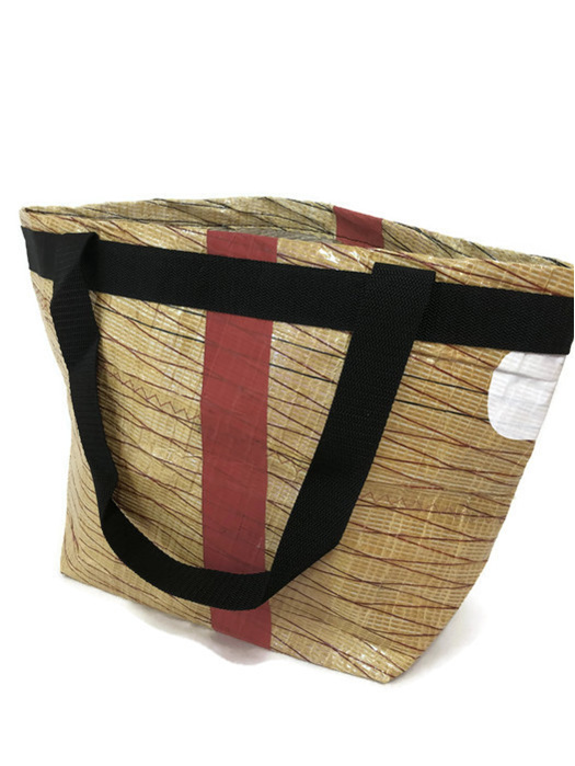 Recycled sailcloth into a strong foldable shopping bag