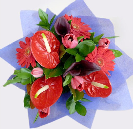 red toned posy from flowerise