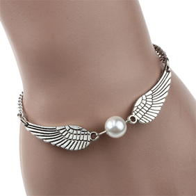 Retro Pearl Angel Wings Bracelet