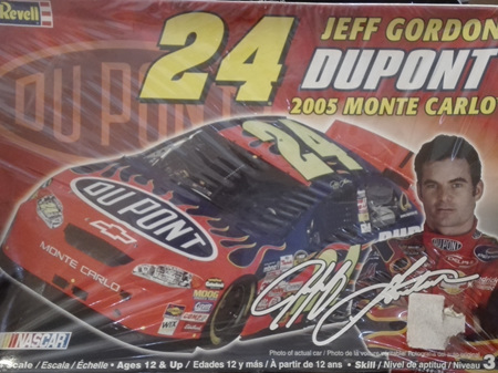Revell 1/24 Jeff Gordon Dupont 2005 Monte Carlo