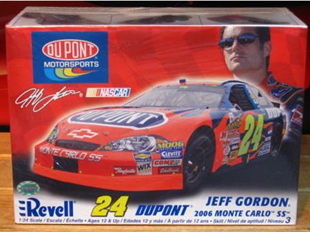 Revell 1/24 Jeff Gordon Dupont 2006 Monte Carlo