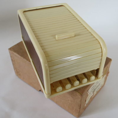 Rolinx Cigarette dispenser