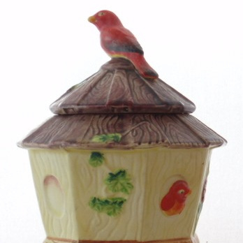 Round cottage preserve pot