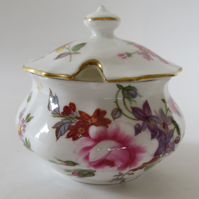 Round lidded pot Derby Posies