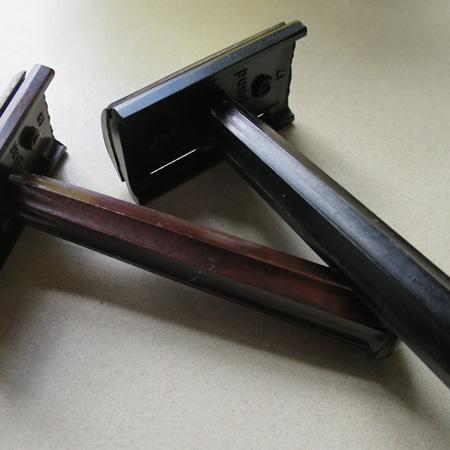 Safety razor in brown or black