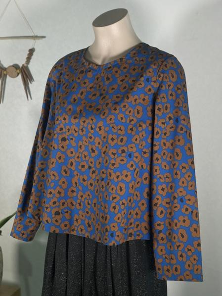 Sapphire leopard Saki top