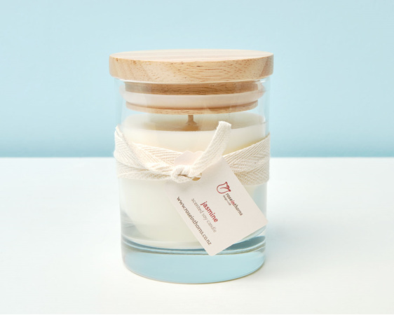 Scented soy candle in a tumbler with wooden lid - Jasmine