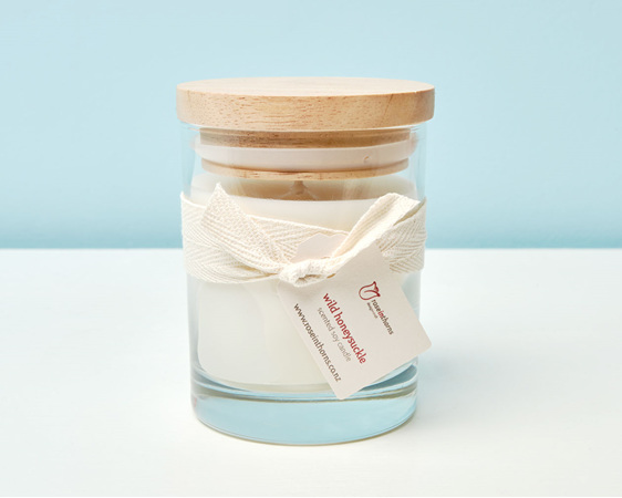 Scented soy candle in a tumbler with wooden lid - Wild Honeysuckle