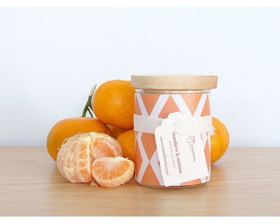 Scented soy candle with decal and wooden lid - Mandarin & Mimosa