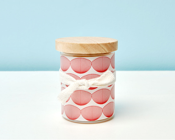 Scented soy candle with decal and wooden lid - Pohutukawa
