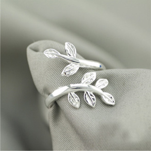 Silver leaves adjustable ring.