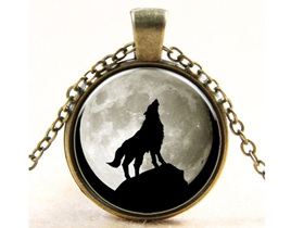 Single Wolf Howling Pendant Necklace