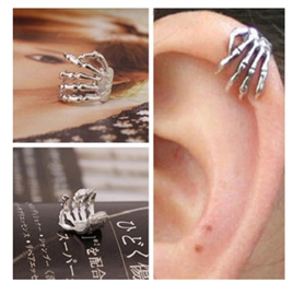 Skeleton Hand Ear Cuff