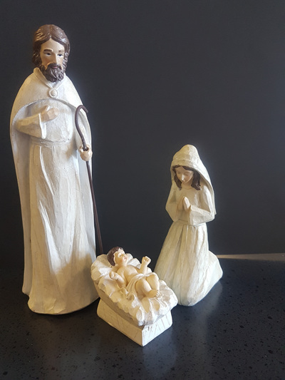 Small 3 piece nativity set