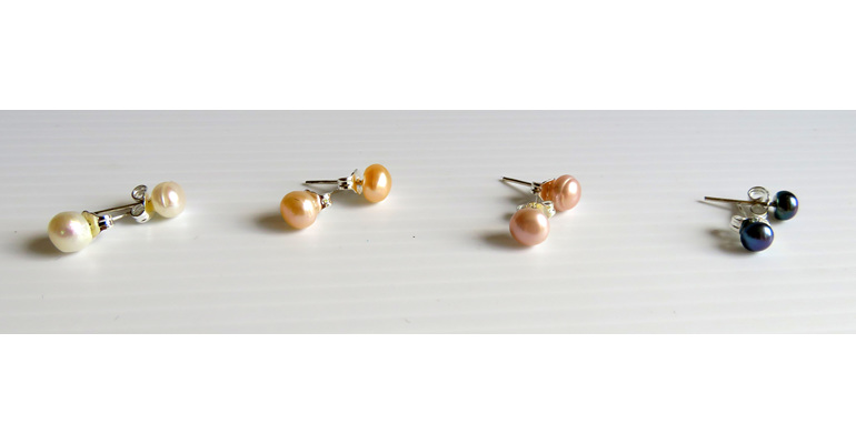 Small freshwater pearl stud earrings
