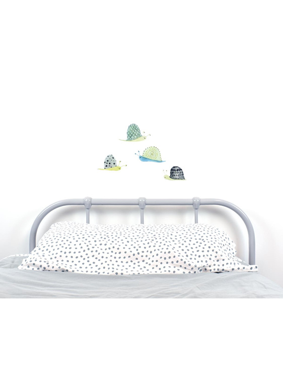 Snail wall decal with bed