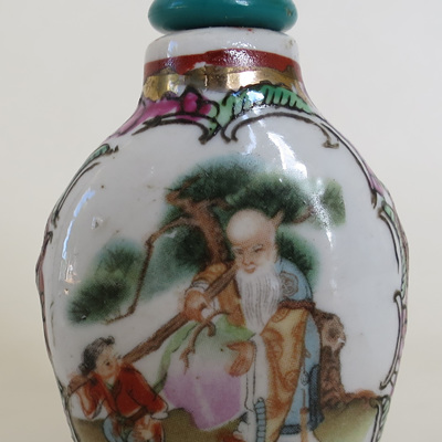 Painted snuff bottle