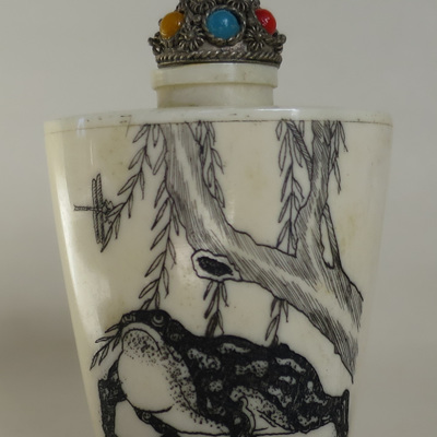 Scrimshaw snuff bottle