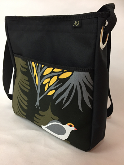 Sole Large Handbag - bird in woods
