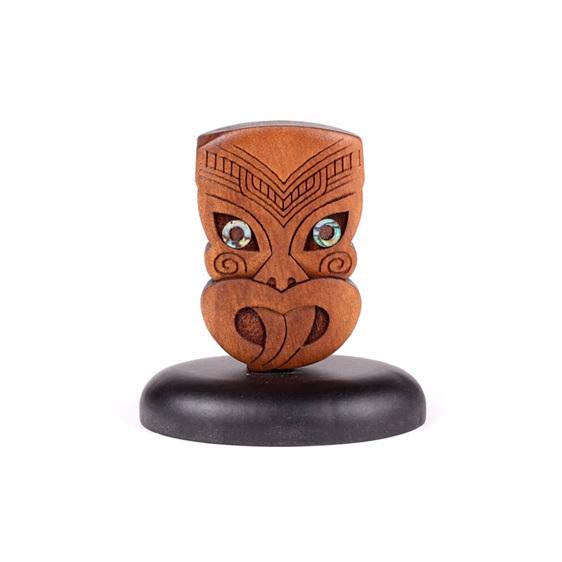 standing swamp kauri wheku carving