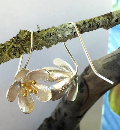 Sterling silver Manuka flower drop earrings X18