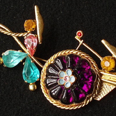 Stylised rickshaw brooch
