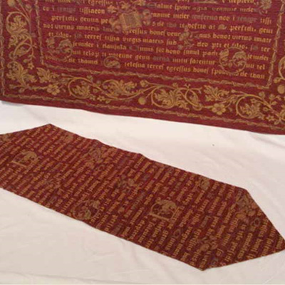 Amaretto Illiad Table Runner