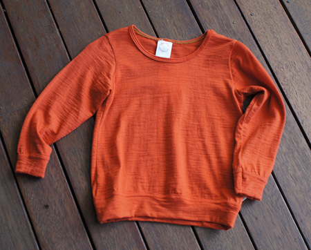 'Taylor' top with cuff sleeves and hem band, 100% Merino 'Rust', 4 years