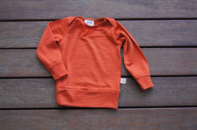 'Taylor' top with cuff sleeves and hem band, 100% Merino 'Rust', 0-3m